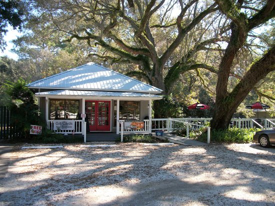 Fairhope, AL: Small on building, large on food & hospitality!