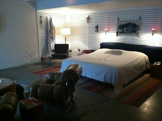 Ace Hotel and Swim Club: suite with king bed