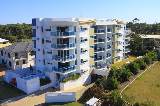 Koola Beach Apartments Bargara: Modern stylish building