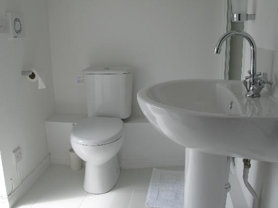 Number 64: The loft suite en-suite bathroom