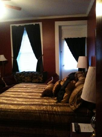 Tunnicliff Inn: Elegant sophistication and Victorian charm!
