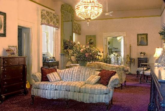 The Munro House: The parlor--common area for guests to gather