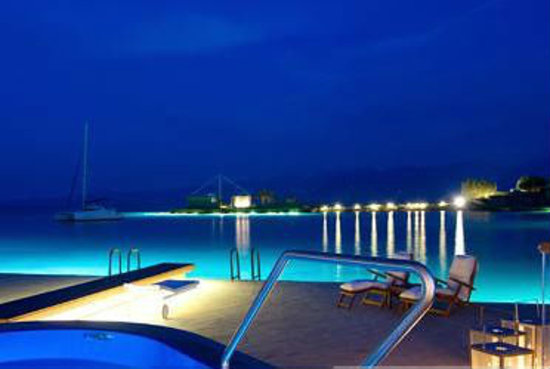 Elounda Beach Hotel: Yachting Villa at night