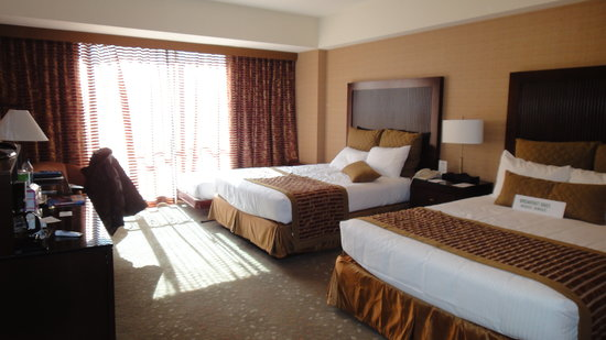 Handlery Union Square Hotel: Large sunny room