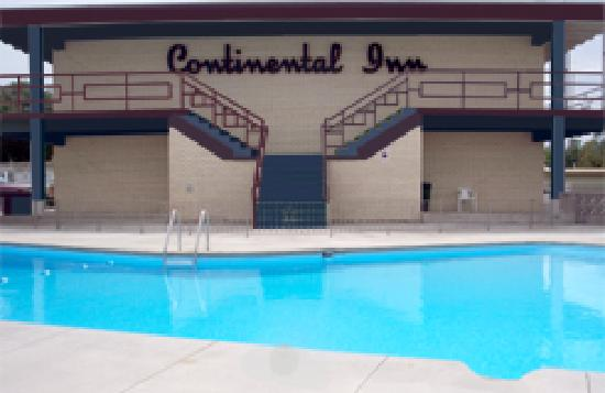 Continental Inn: Outdoor Pool Area