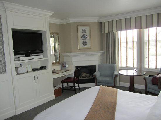 The Ritz Carlton Half Moon Bay: Standard room, this one with fireplace.