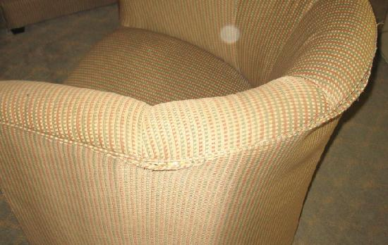 Comfort Suites - Victorville: torn and dirty chair