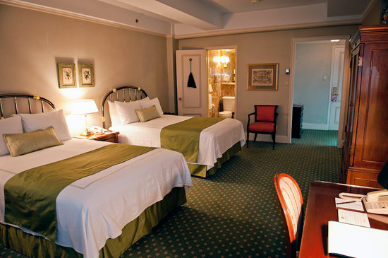 Hotel Elysee: My room,  yes it looked that good :)