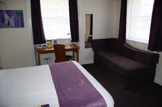 Premier Inn London Victoria: Our room