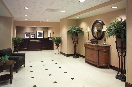 Hampton Inn Schenectady: Hampton Entryway
