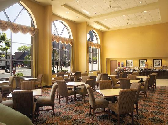 Hampton Inn Schenectady: Spacious Dining Area