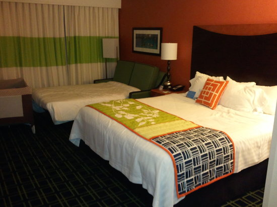 Fairfield Inn Albuquerque University Area: Our King size bed with pull-out and crib.