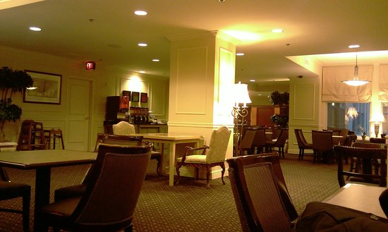 Hampton Inn New Orleans-Downtown: View of the community breakfast room