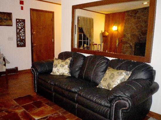 """Stone's Lodge under Stratton Mtn.: Seating area of our """"Diamond"""" guest room at Stone's Lodge"""