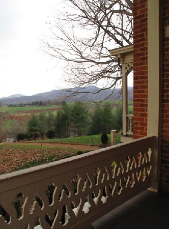 Sperryville, VA: Brief Room Porch