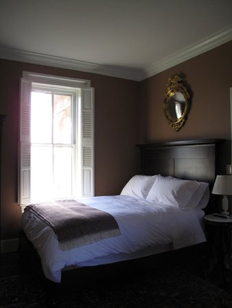 The Inn at Mount Vernon Farm: Brief Room