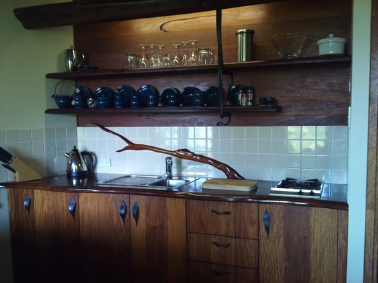 Secrets on the Lake: Handmade pottery and excellent kitchenette!