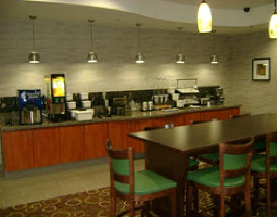 La Quinta Inn & Suites Denham Springs / Baton Rouge: Free Bright side Breakfast
