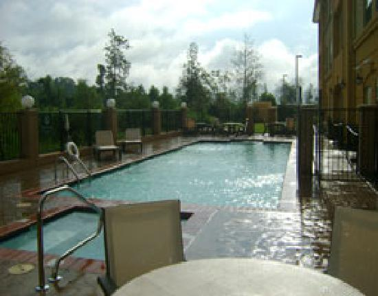 La Quinta Inn &amp; Suites Denham Springs / Baton Rouge: Outdoor Pool