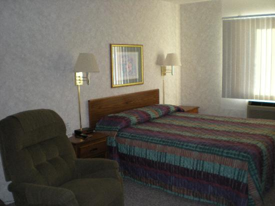 ‪‪Island Inn Motel‬: Queen Bed with Recliner‬