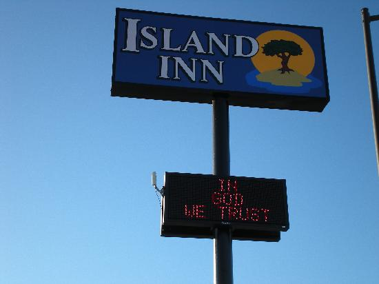 Island Inn Motel: Island Inn Sign