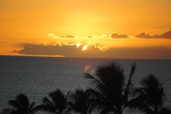 Four Seasons Resort Maui at Wailea: Sunset from our balcony