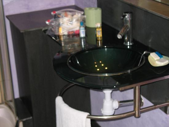 Golfe Hotel: Bathroom sink