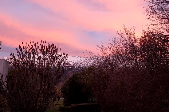 Bearsden Bed and Breakfast: Sunrise out our window