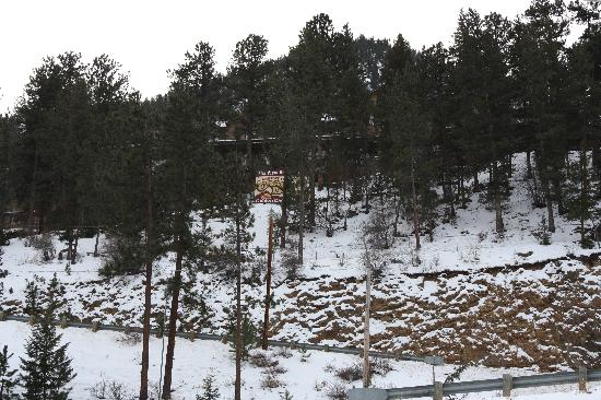 Historic Crags at the Golden Eagle Resort: View of Hotel from Estes