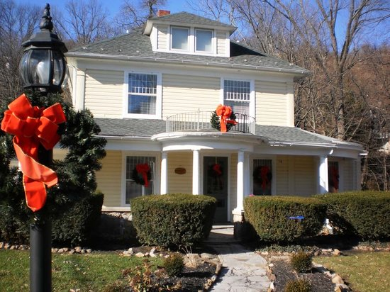Brookside Manor: Christmas spirit