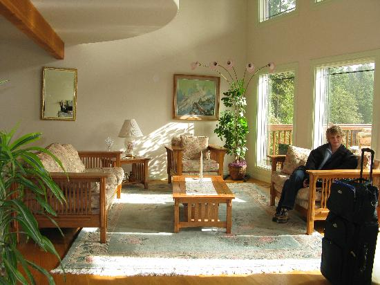 Blue Heron Inn: Another view of the great room common area