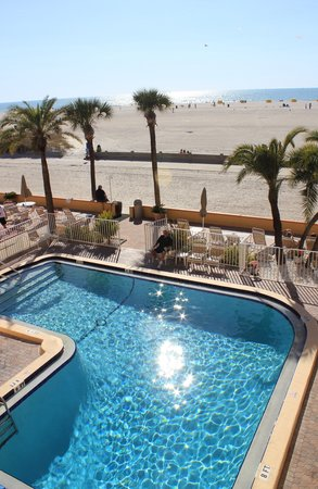 Page Terrace Beachfront Hotel: The beautiful heated pool