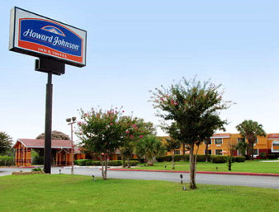 Photo of Howard Johnson Inn & Suites San Antonio