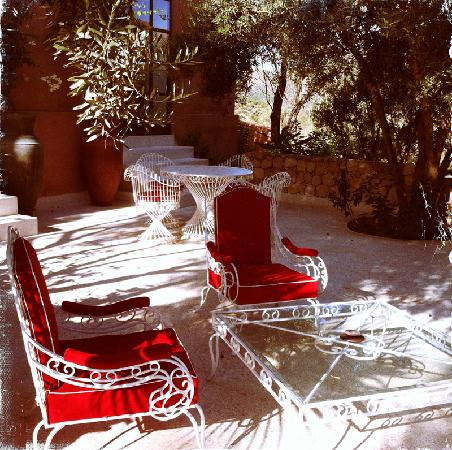 DOMAINE MALIKA Atlas mountains Hotel: One of the outside seating areas