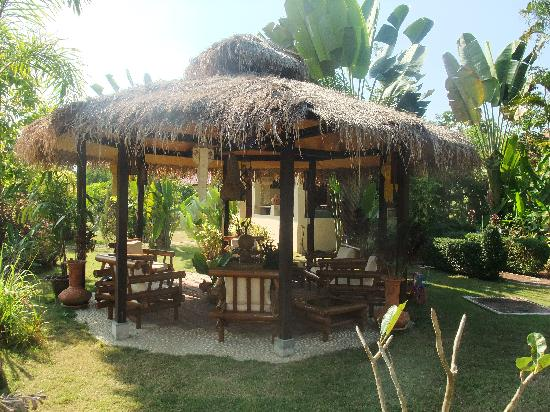 Mai Siam Resort: Outdoor seating area