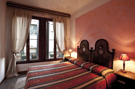 Albergo San Samuele: double room with bath