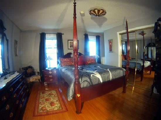 Blue Gables Bed & Breakfast: Twilight Room w/ensuite bathroom