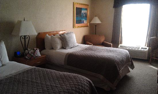 Windsor Hotel Atlanta Airport South: View of room with double beds