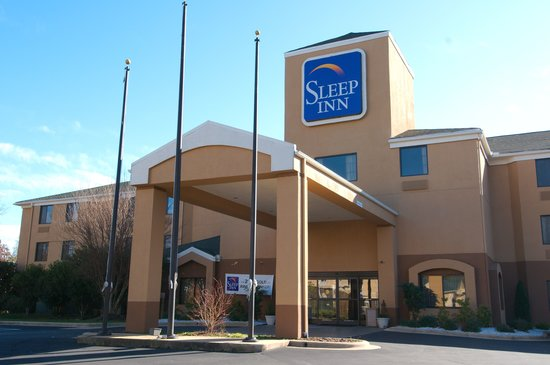 Sleep Inn West: Hotel exterior