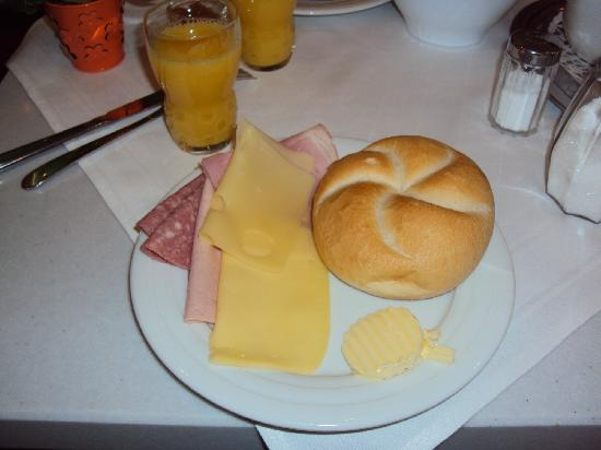 Hotel Uhland: breakfast