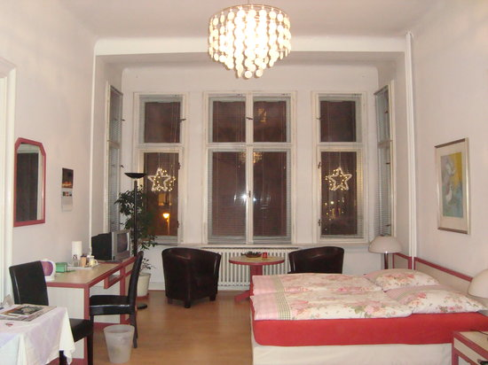 Pension Elefant: Clean, spacious room