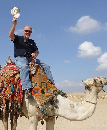 Gizeh, Égypte : My Husband got to ride a camel