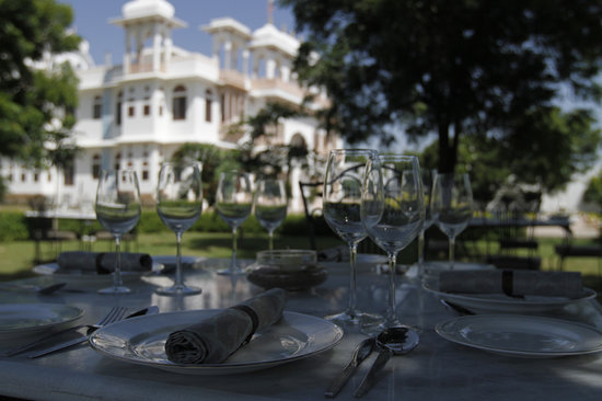 Talabgaon Castle Heritage Resort: Garden Restaurant