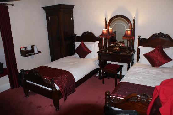 Old Manor House Hotel: Guest room