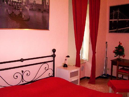 B&amp;B Garibaldi Orvieto: Bedroom 2: very wide, double or twin or triple