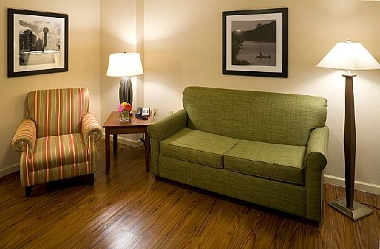 Country Inn & Suites Knoxville at Cedar Bluff: Two Room Suites offer Living Room with Privacy Door