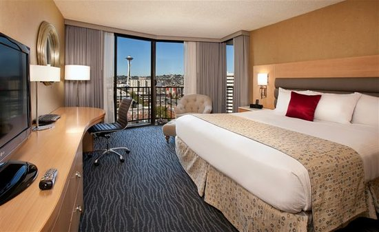Warwick Seattle Hotel: Executive Deluxe King Space Needle View