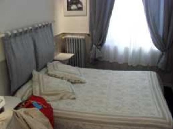 Hotel Mignon: Nice bedroom, tastefully decorated