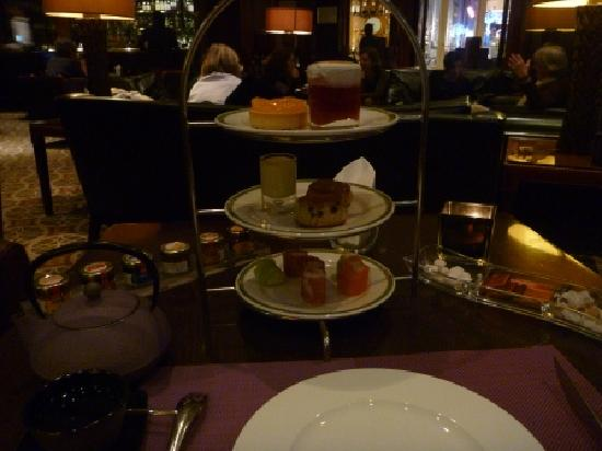 Steigenberger Grandhotel: English Tea service and Loui Lounge