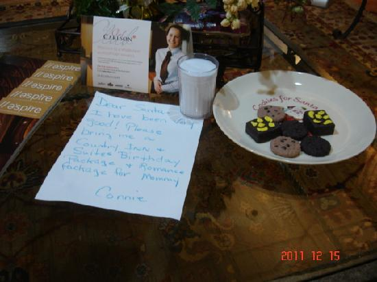 Country Inn & Suites Mishawaka: cute note in the lobby to join Club